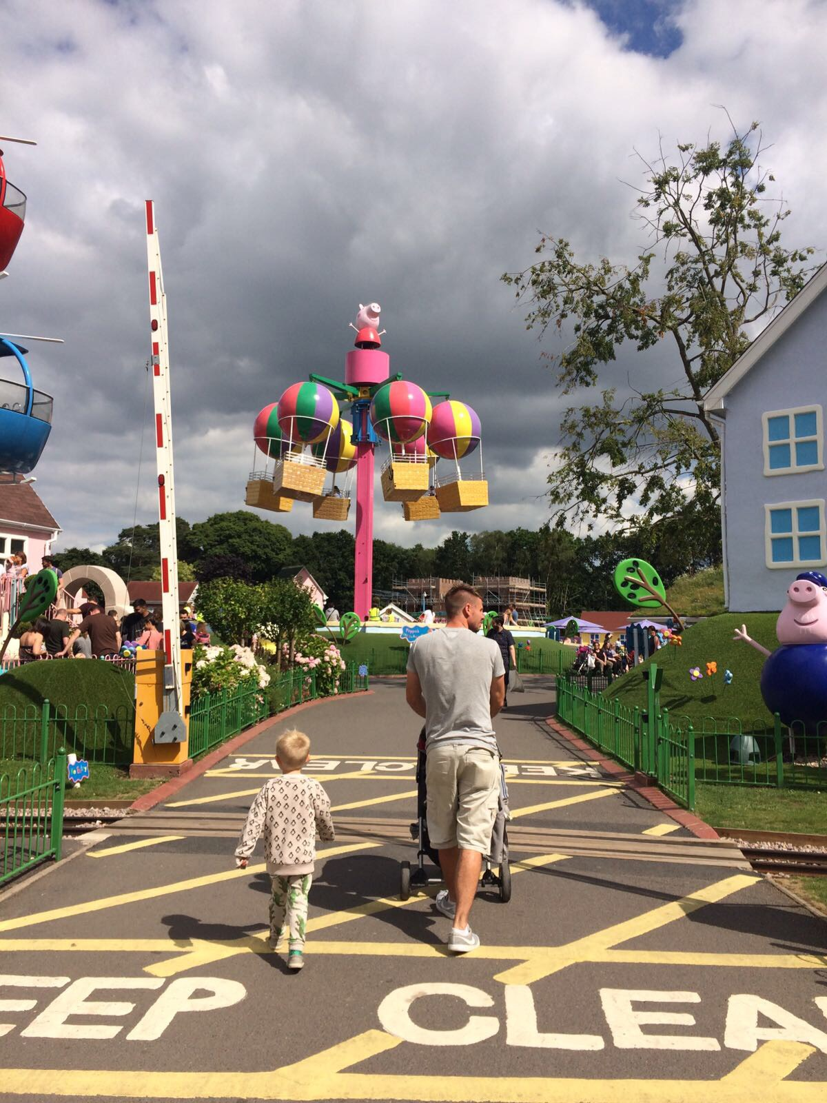 paultons park peppa pig world entrance