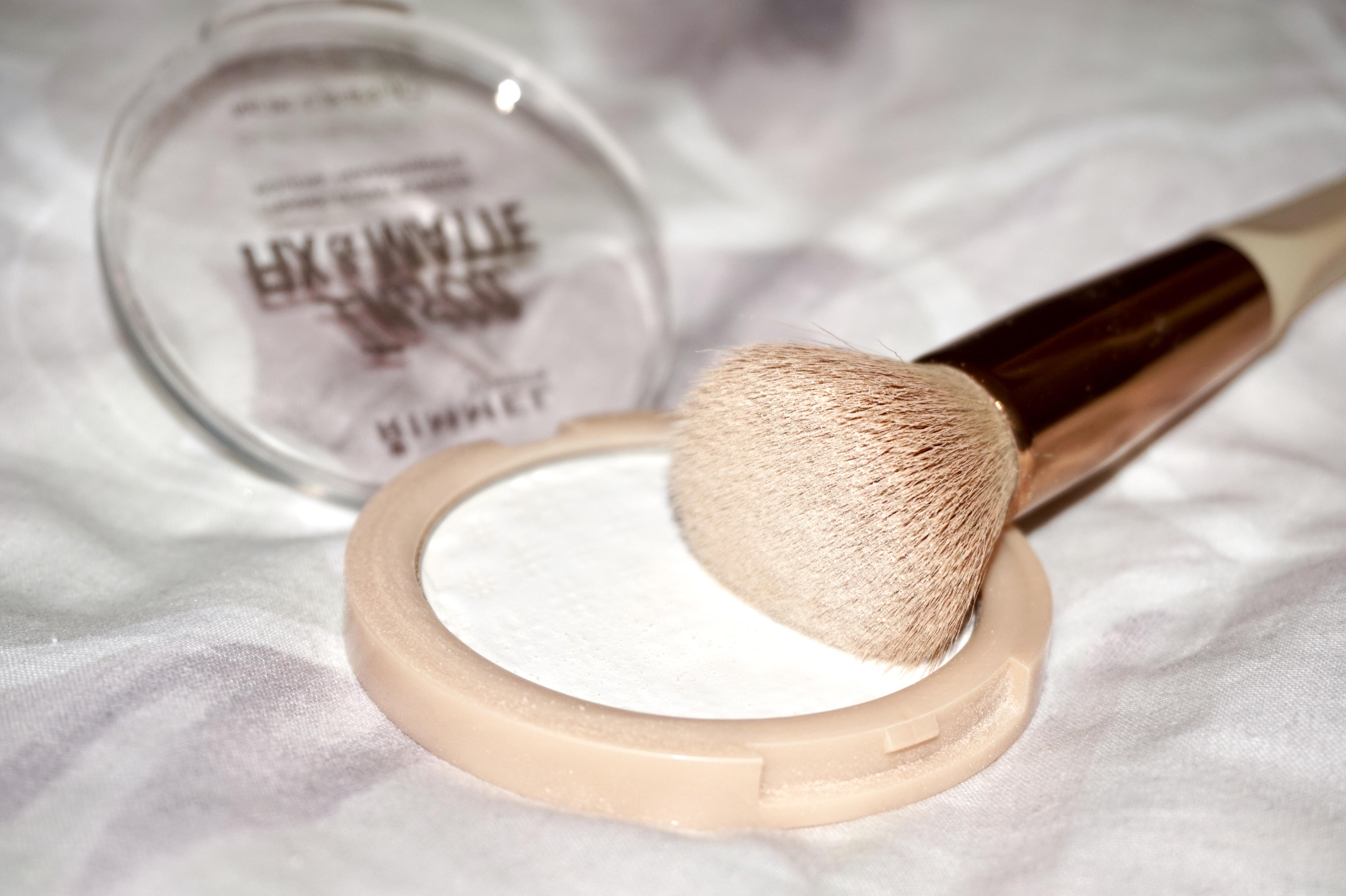 splash of glam make-up powder
