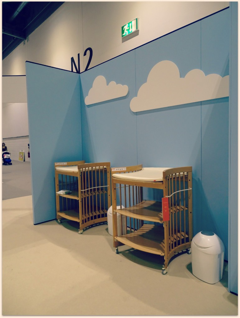 baby show changing