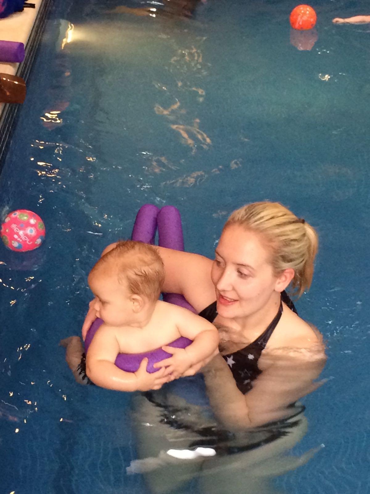 konfidence swim bear and mum