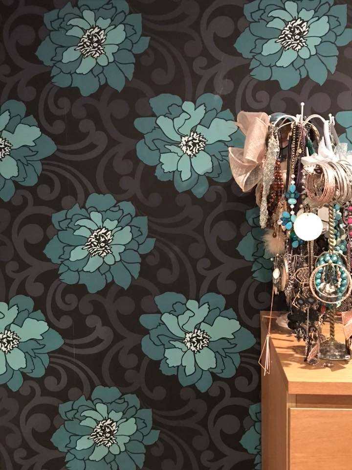 feature wall blue flowers