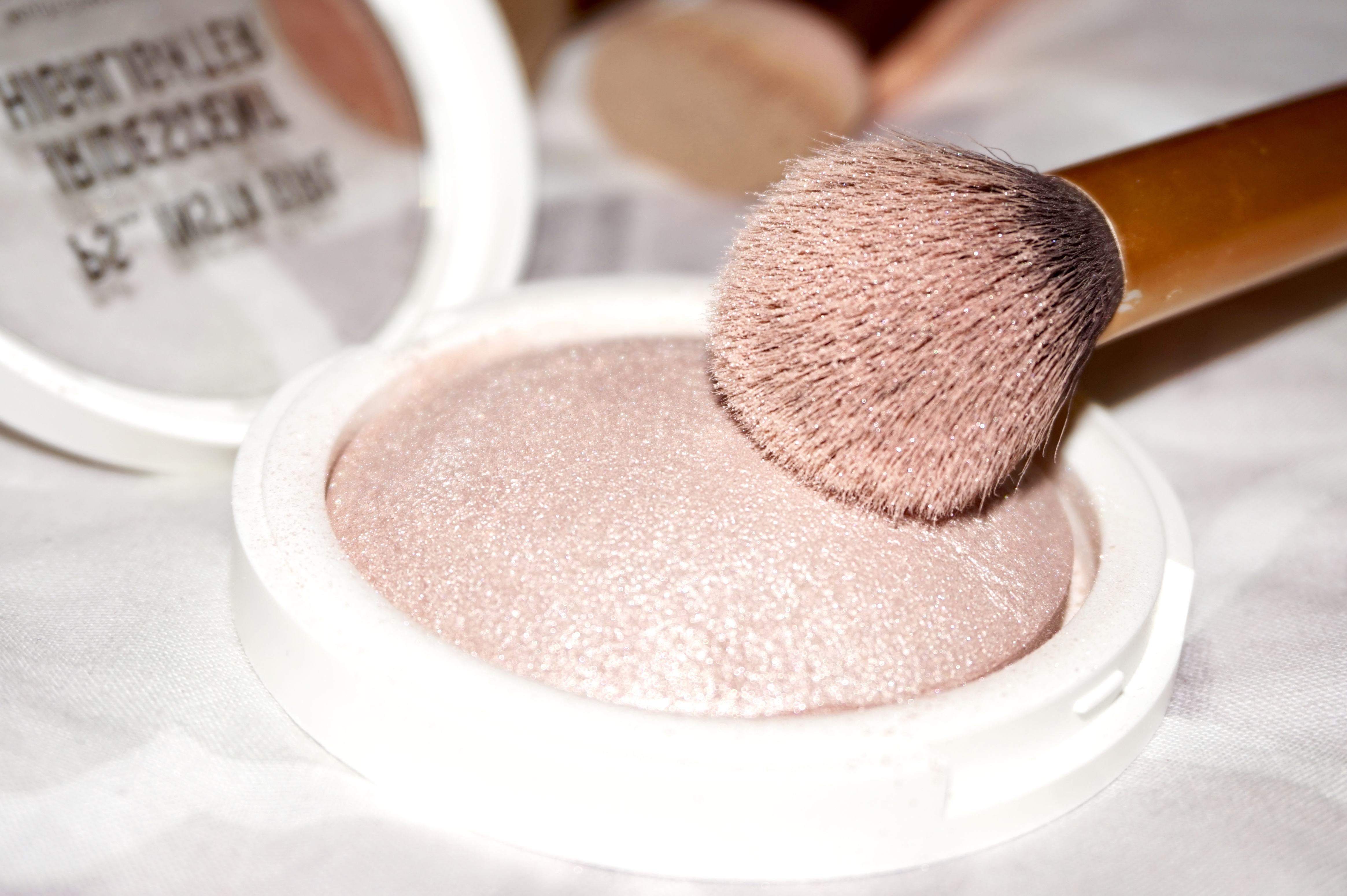 splash of glam make-up highlighter